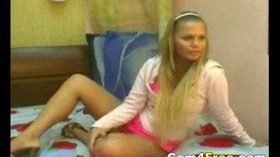Gorgeous Blonde Fingering Herself on Webcam