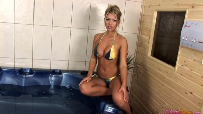 Anette Dawn in the tub