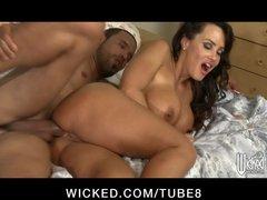 Hot Milf Pornstar Lisa Ann has big ass eaten out and fucked anal