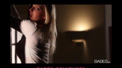 Sexy busty blonde babe Niki strips masturbates to orgasm solo