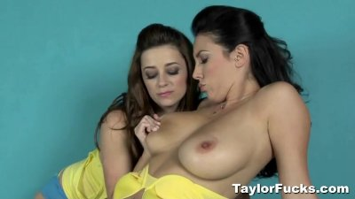 Taylor Vixen Decides To Play With Jelena Jensen