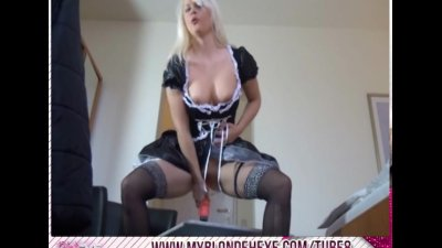 Amateur Blonde Hexe masturbiert - dirty talk