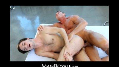 ManRoyale - Bodybuilder's massage makes twink cum