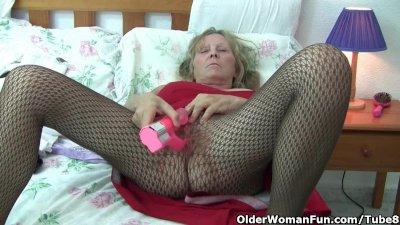 Granny with big tits wears pantyhose as she fucks a dildo