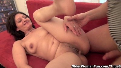 Older woman gets fucked on the couch