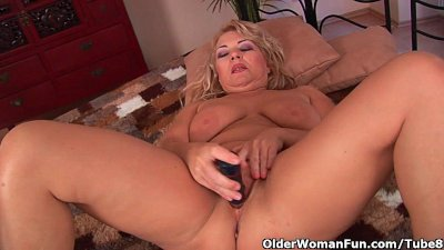 Busty granny is toying her fuckable pussy