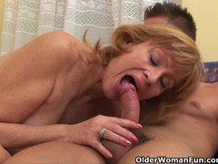 bokep foto bugil memek ngangkang Video - Granny gets her hairy pussy fucked deep hot mesum