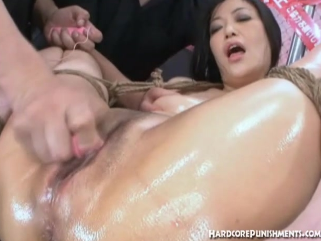 Sexy Japanese women is tied up with vibrating bullet on her pussy