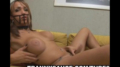 Shemale babe Leona Andrev tugging on her penis