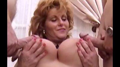Kate plus eight in pantyhose