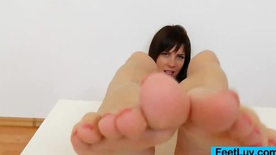 Leony Aprill bare feet show off
