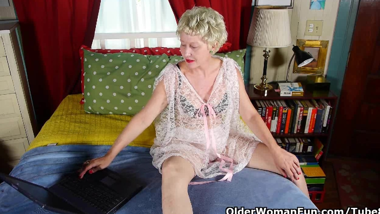 Mom is addicted to online porn