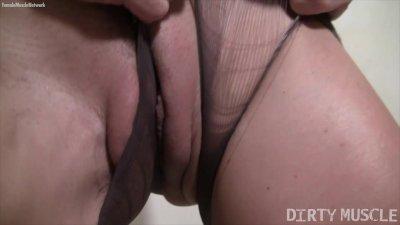 Blonde Mandy K Rips Her Pantyhose and Masturbates