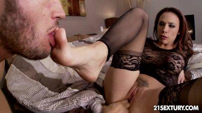 Exclusive hottie Chanel Preston's private little affair