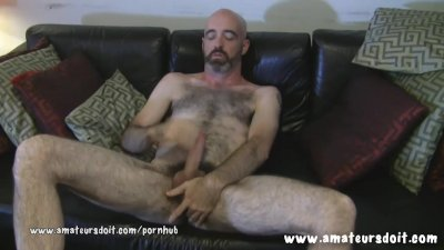 Max: Hot and Hairy Aussie Amateur Jerks Off