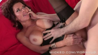 Veronica Avluv likes James Dee