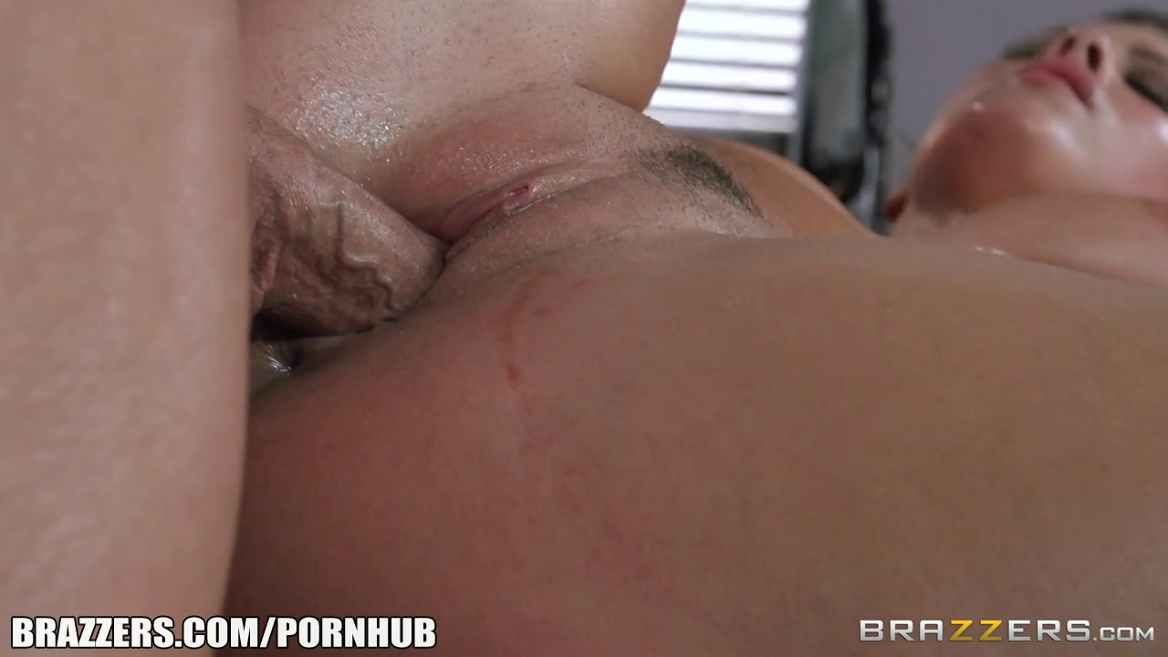 Brazzers - Keisha rewards her bf for massage
