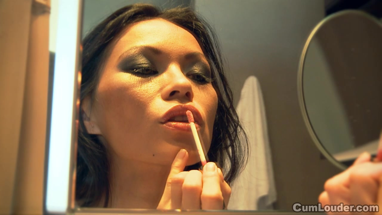 Sexy Lady Mai stars an Erotic Scene
