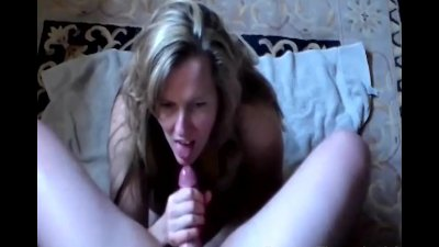 Sexy Housewife Giving an Amazing Handjob