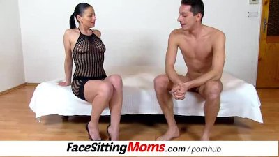 Facesitting and pussy eating with hot high heels legs cougar Renate