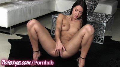 Twistys  Melisa Mendiny Rubs Her Pretty Pussy