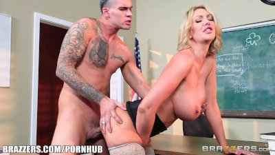 Brazzers - Milf Leigh sucks he