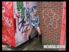 Naughty blonde FrankieBabe caught on camera sneaky peeing outdoor in public