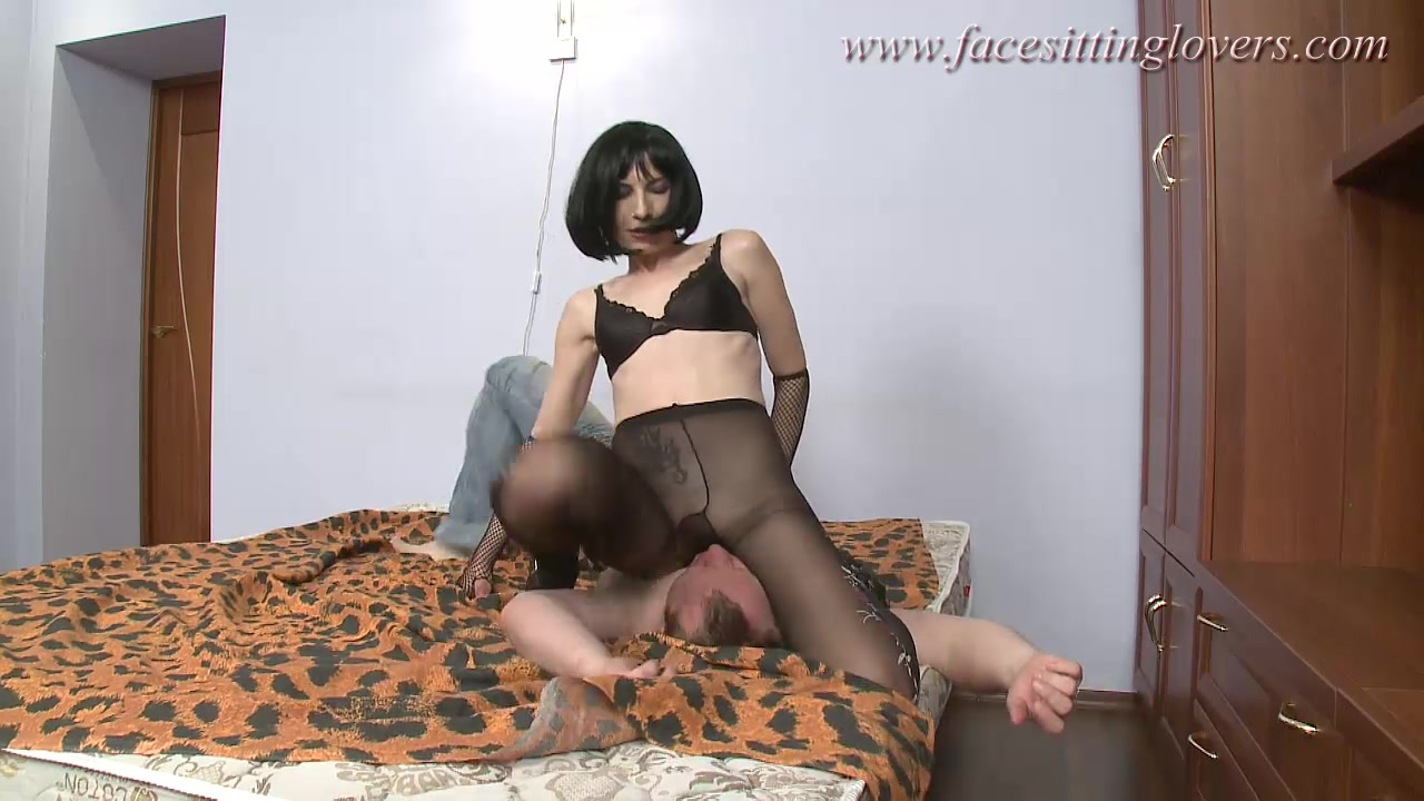 Facesitting femdom action Part1