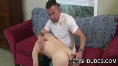 Matt Sizemore and Tommy Coxx: Muscle Daddy Spanking A BoyBun