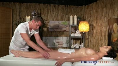 Massage Rooms Young natural ti