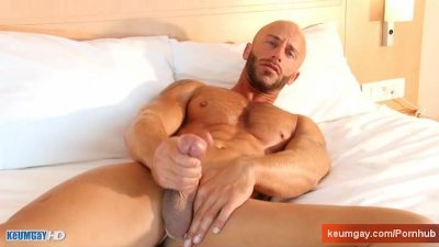 Amad, A innocent delivery guy serviced his big cock by a guy!