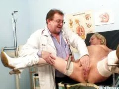 Blond multiple squirting during a gyno checkup