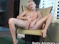 Hot babe Autumn masturbates her pussy on the couch