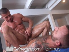 GayRoom Bodybuilder s gets happy ending massage
