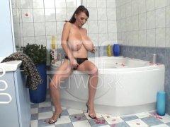 Sexy Bath Tub Masturbation with Merilyn Sekova