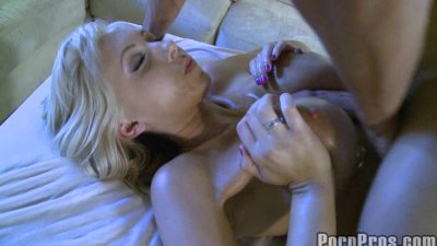 Sexy Blonde Gets Oily Fuck.p10