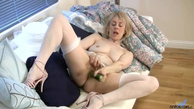 Blonde Solo Milf video: Mature housewife fucks a cucumber