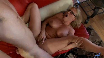 This Milf Truely Loves To Suck