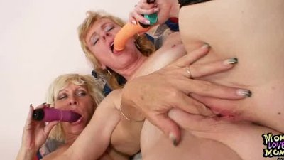 Amatuer milfs kissing licking