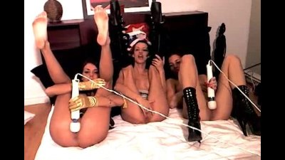 Three montreal sluts go wild on webcam