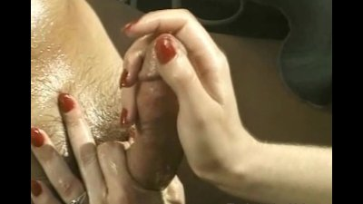 Hot busty Blonde enjoyed an outdoor handjob