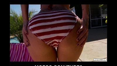 Horny bigtit ass slut girlfriend fingerfucks wet pussy outdoors