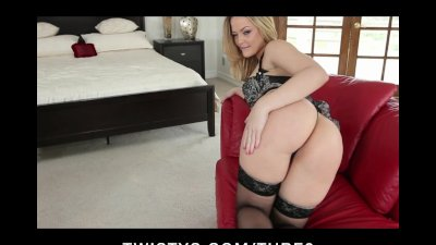 HOT bubblebutt blonde babe Alexis Texas rubs her pussy to orgasm