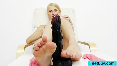 Blonde babe Kasia Linsey foot fetish