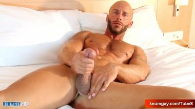 Very sport guy with huge cock get wanked by a guy
