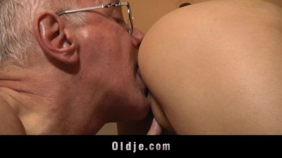 Young horny girl gets laid wit