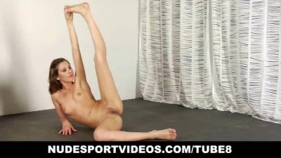 Amateur teen babe doing sports