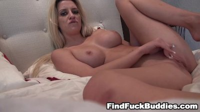 hot blonde fingers her pussy in her room