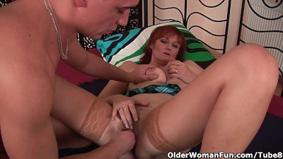 Busty Cumshot Facial video: Cum hungry grandma takes a fist and a facial