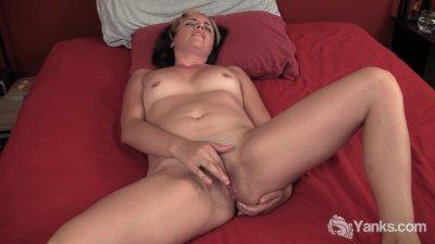 milf natalya rubbing her butt
